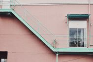 Beatnik Photo Studio:外観 2Fから3Fまでの階段