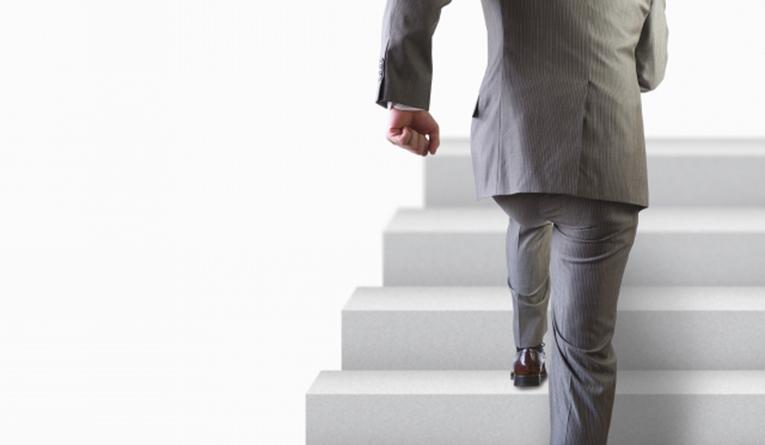 税理士として開業するために会計士試験を経て企業勤務を経験