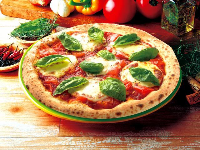 【外はパリッと中はもっちりナポリピッツァ】フレッシュトマトのマルゲリータ
