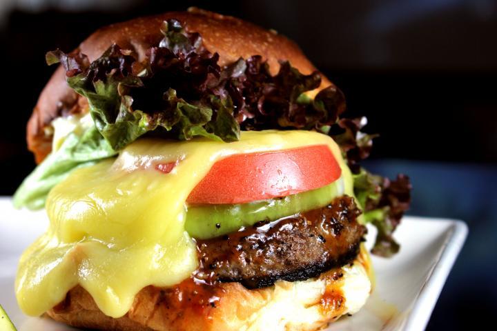 チーズバーガー BBQソースorサルサソース