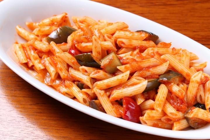 国産小麦のペンネ 野菜のトマトソース(サラダ付き)