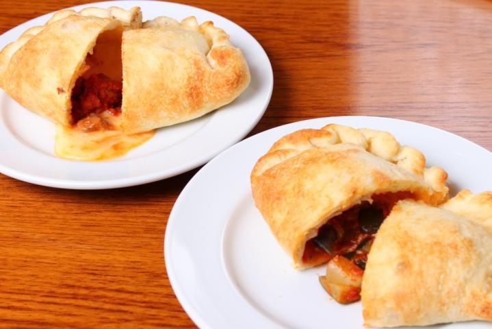 【カルツォーネ】2種類食べ比べセット(サラダ2人前付き)