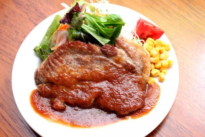 豚肩ロースのステーキ(サラダ付き)