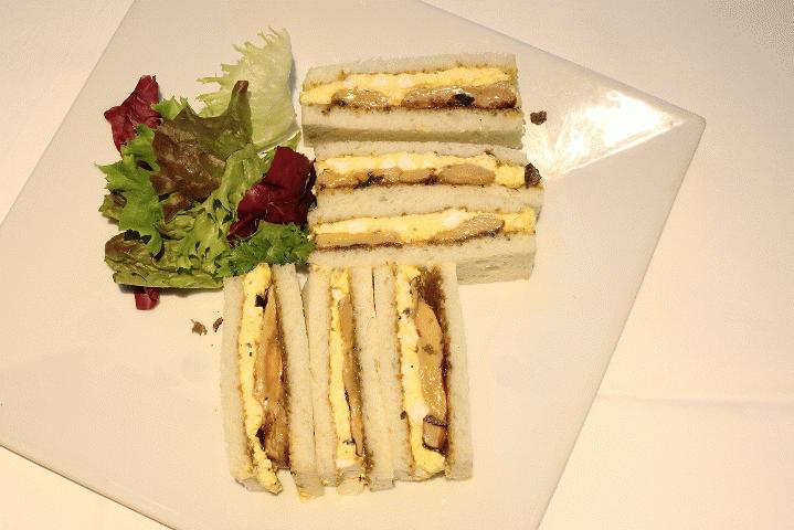 贅沢玉子サンド(フォアグラのソテーとトリュフ入り)