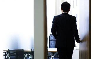 NGパターン2 早期退職に応募してから転職活動をはじめようとしている会社員の図