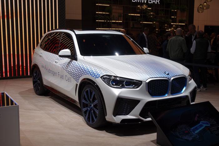 BMWより2022に発表予定のFCEVコンセプトカーの写真