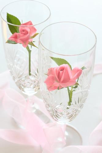 ペアグラスとバラの花