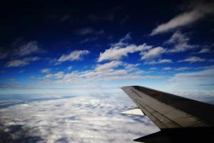 飛行機の窓の外