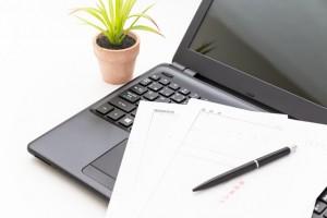 パソコンと応募書類