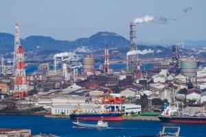 海辺の工業地帯