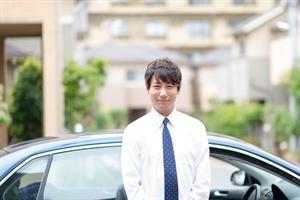 単身男性と車