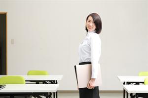 受講室の女性