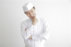 悩む調理師