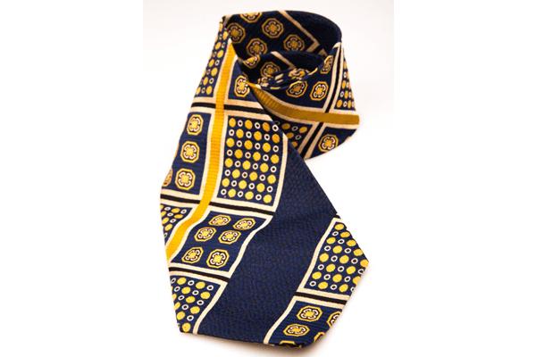 派手な柄のネクタイ