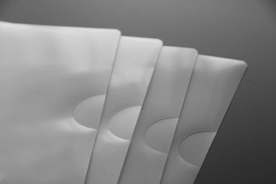 無色透明の新品のファイル