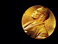 オートファジーでノーベル賞 大隅さんが会見で繰り返した「基礎研究」の重要性