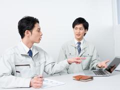 作業着男性2人