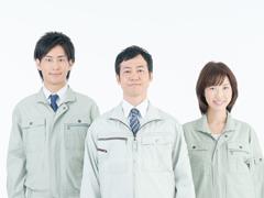 作業着の男女3人