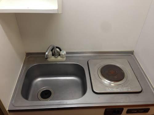 「自炊すれば、もっと食費削れるよ」派が想定する台所が豪華装備過ぎるんだよな…