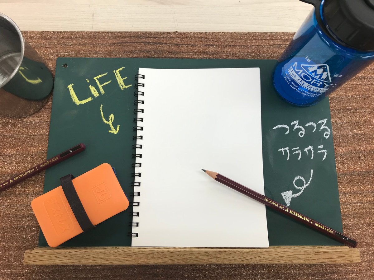 鉛筆での書き心地もよく、水に濡れても書いた文字が消えたりしないんです