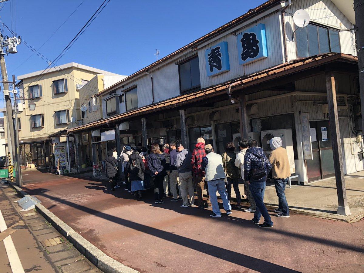 温泉とジュースと青島食堂のラーメン 入る時は10人待ちくらいだったのに食べ終わったら人増えてた 秋葉原にもお店があるらしい 生姜醤油ラーメンで有名みたい これはチャーシュー麺