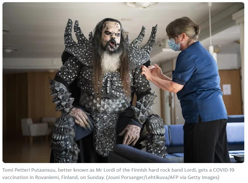 フィンランドの国民的ハードロックバンドLORDIのリーダーが2回目のワクチンを打ったという絵面が最高すぎるニュース