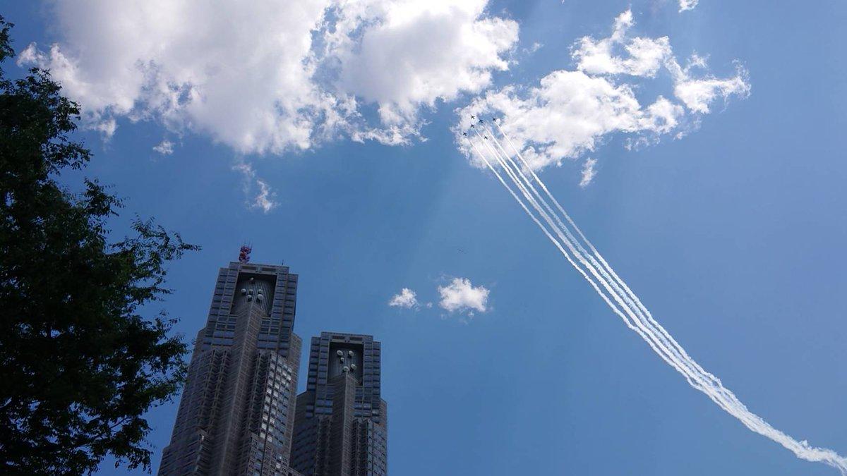 ブルーインパルスによる感謝飛行の様子✈︎  #航空自衛隊 #ブルーインパルス #敬意 #感謝 #医療従事者にエールを