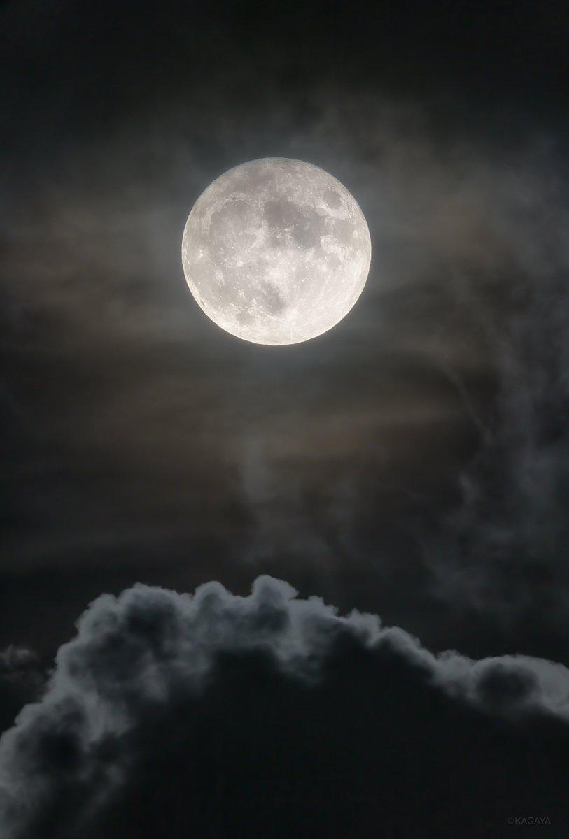 (今、望遠鏡を使って撮影) 中秋の名月は来月10/1です