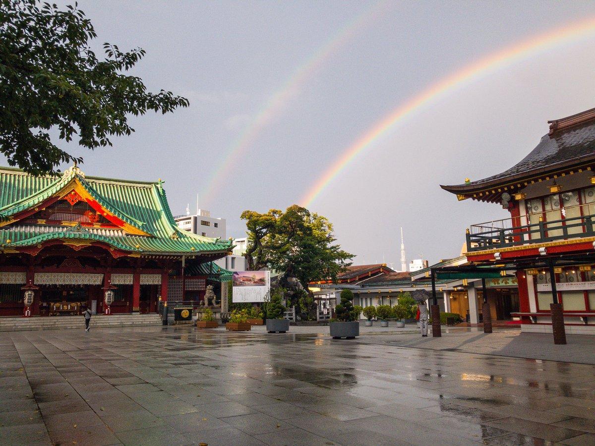 【神田明神のお天気⛩】 ゲリラ豪雨も過ぎて、境内からは二重の虹が見えています🌈 明日も通常通り営業していますので、参拝に合わせて是非お立ち寄り下さい✨