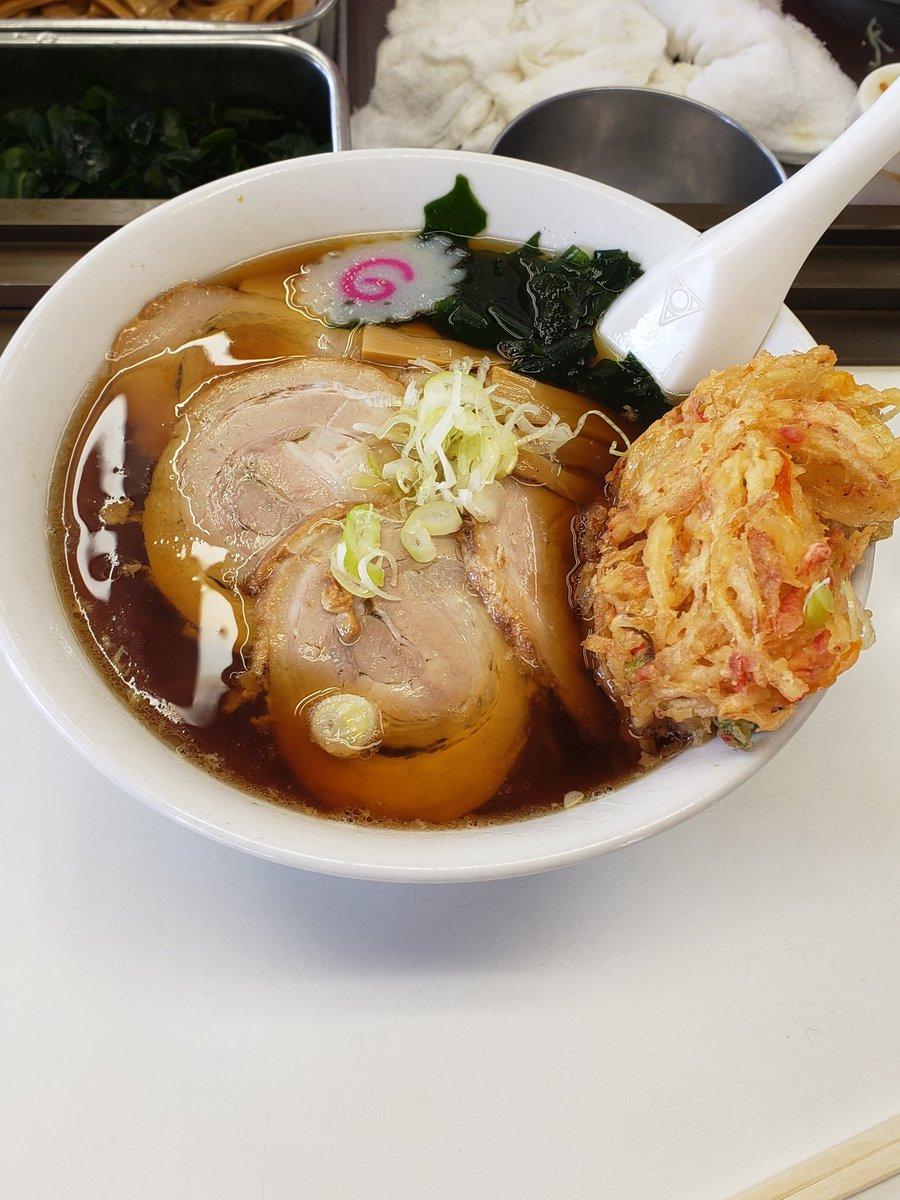 大もりラーメン トッピングにチャーシュー、天ぷら  昔から変わらぬ味のここのラーメンが大好きです😝  晩飯と明日は食事制限だな☺️