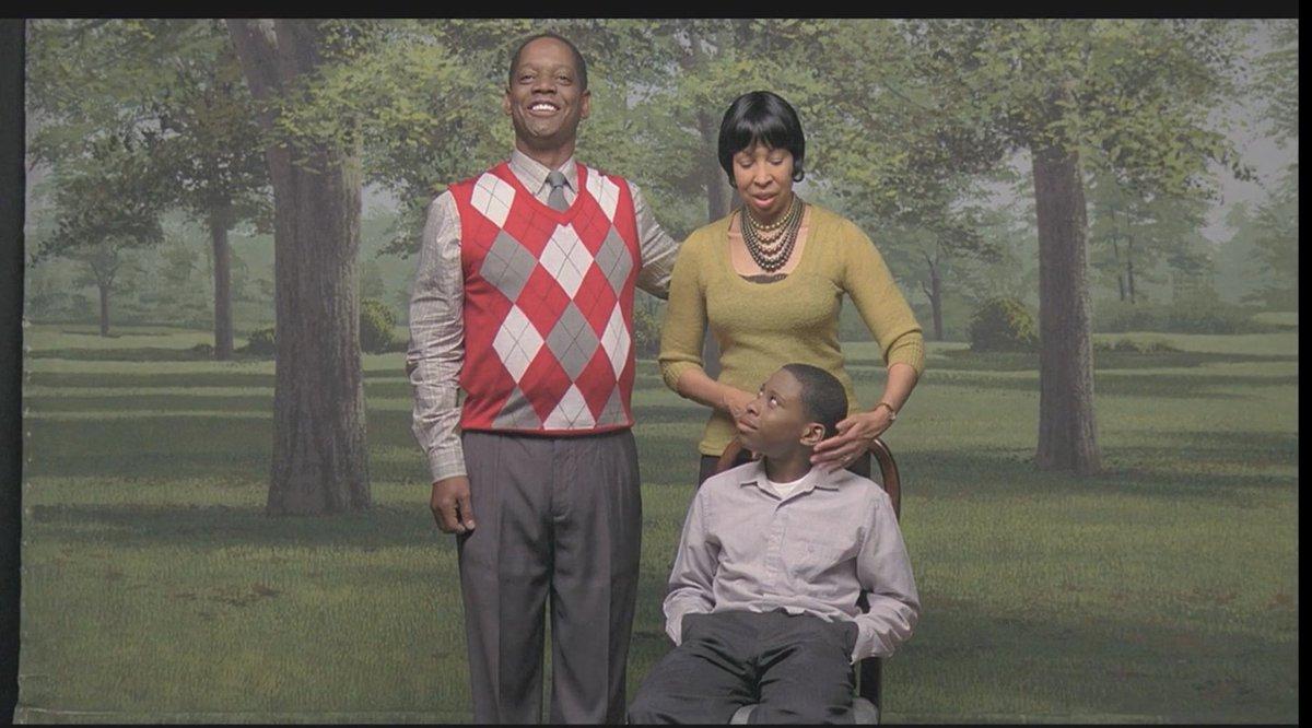 「ミッドサマー」のアリ・アスター監督による短編『The Strange Thing About the Johnsons』父親が息子の自慰行為中に部屋に入ってしまうが、実は息子が見ていた写真は…