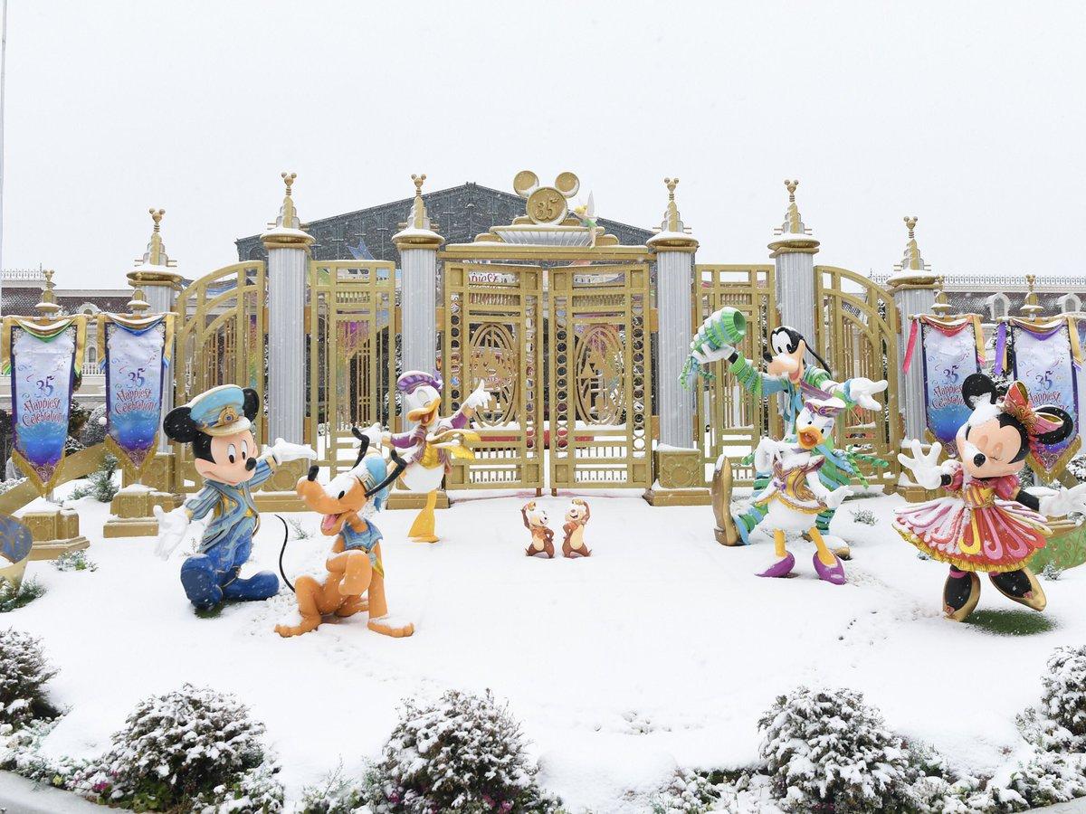 本日の東京ディズニーランド 雪が降っています☆