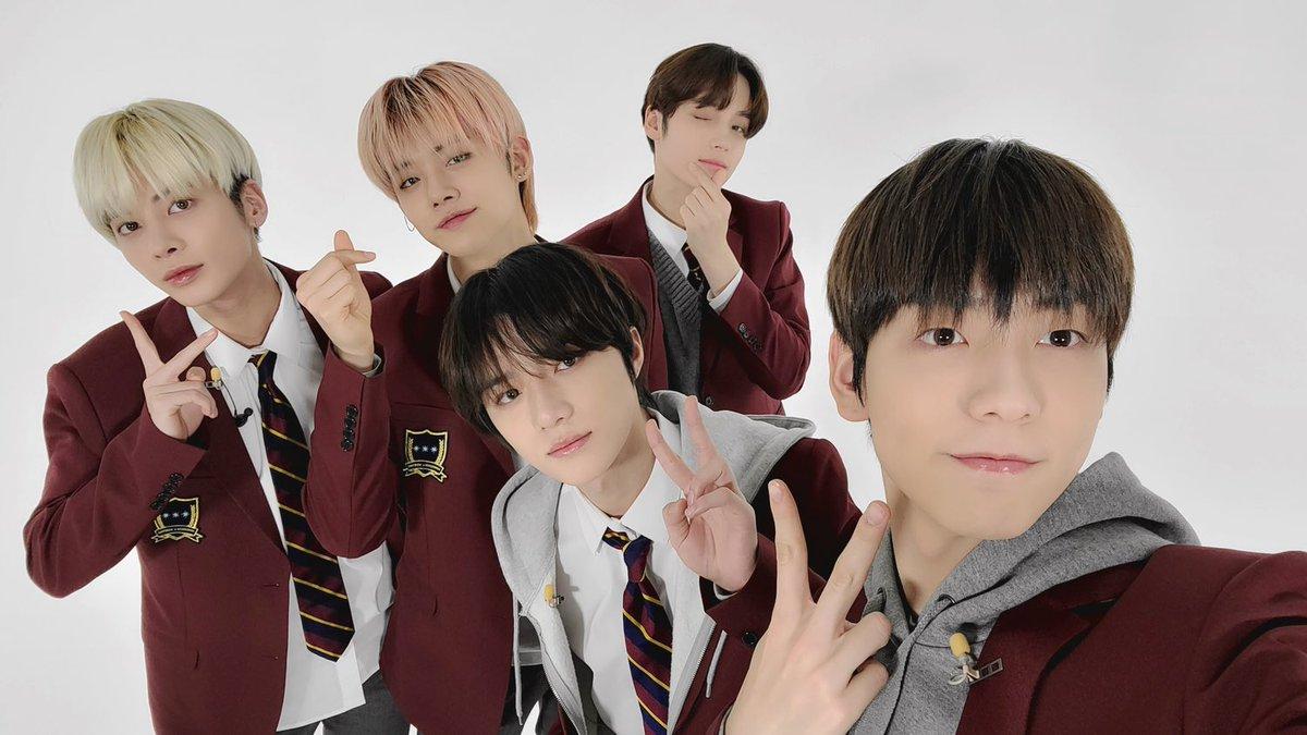 やっとMOAに聞かせることができた #TXT 日本1stアルバム♪ リリース日の夜はVliveで、朝は番組で会えるなんて💙 今回の #STILL_DREAMING 活動は幸せしかないですね🥰   #TOMORROW_X_TOGETHER