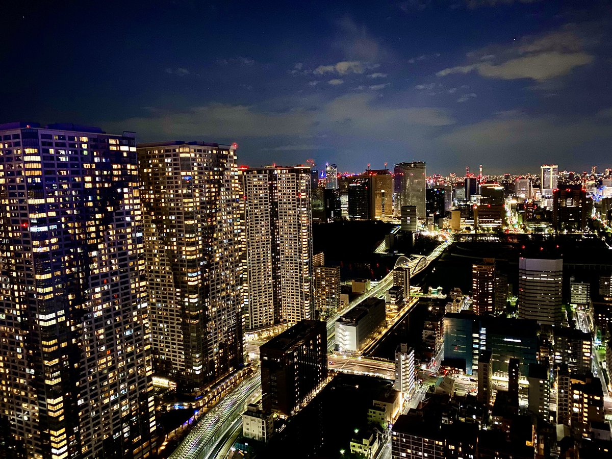 自粛で明る過ぎて未来都市レベル。