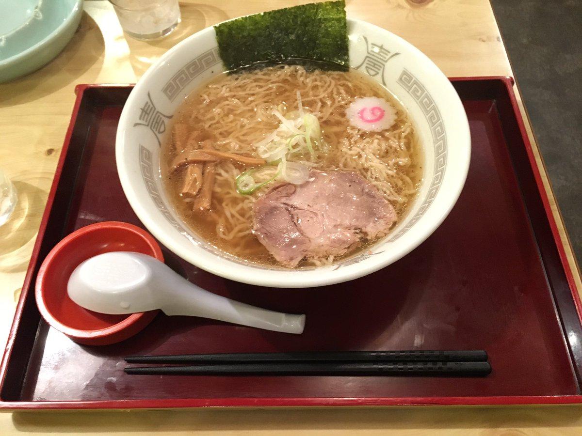 あっさりスープに細縮れ麺という米沢ラーメンの王道と言ったところ