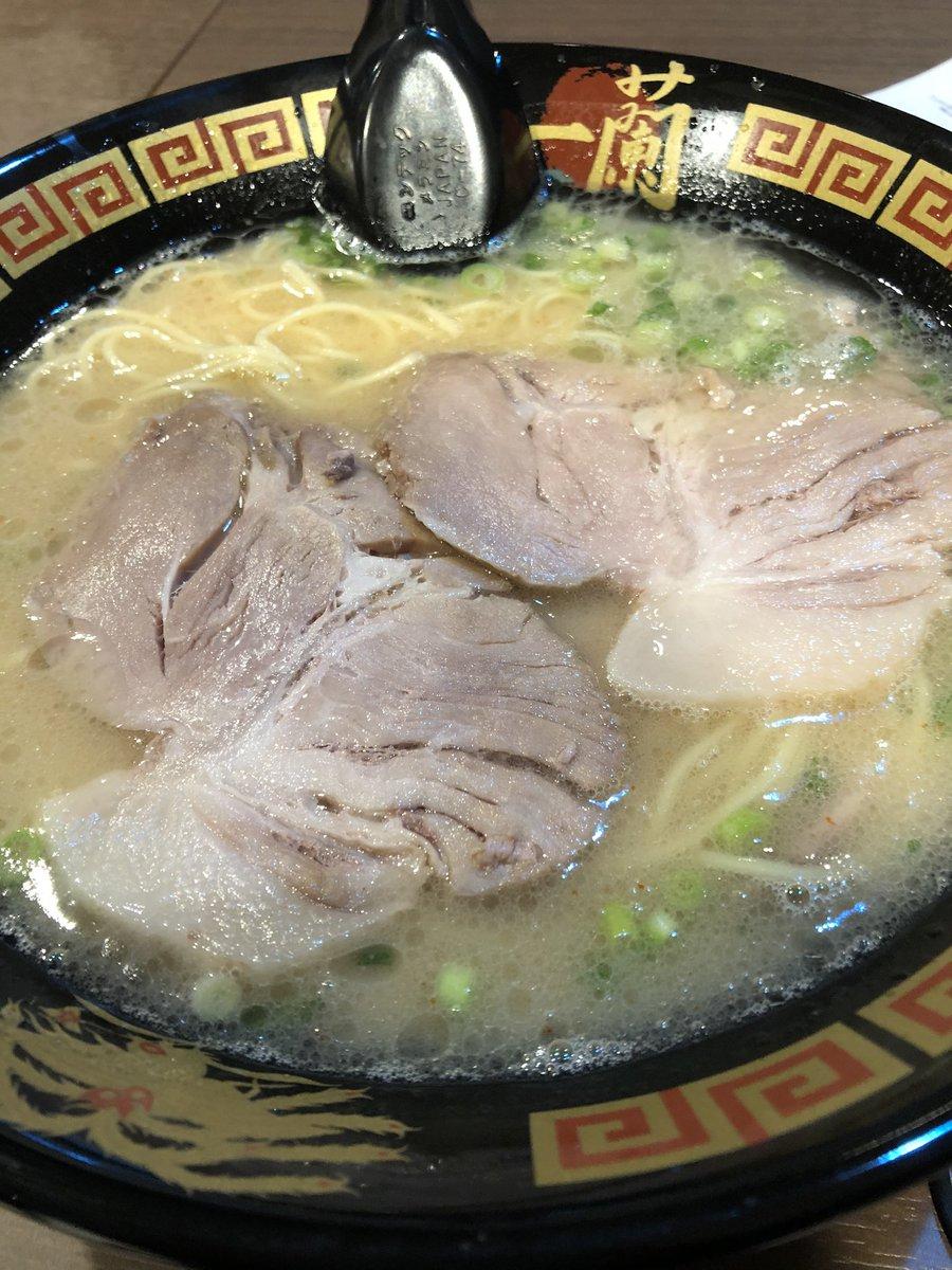 朝ごはんに福岡の豚骨ラーメン めっちゃ美味い...