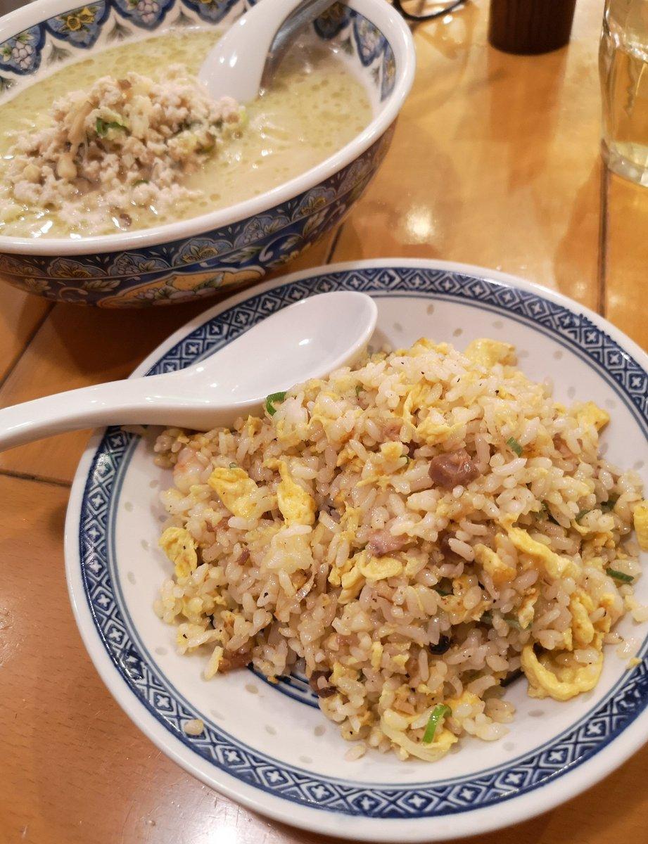 揚州商人 . 濃厚 塩ラーメン(細麺)+大盛 +チャーハン🍜 . .  夜遅くは安定の揚州