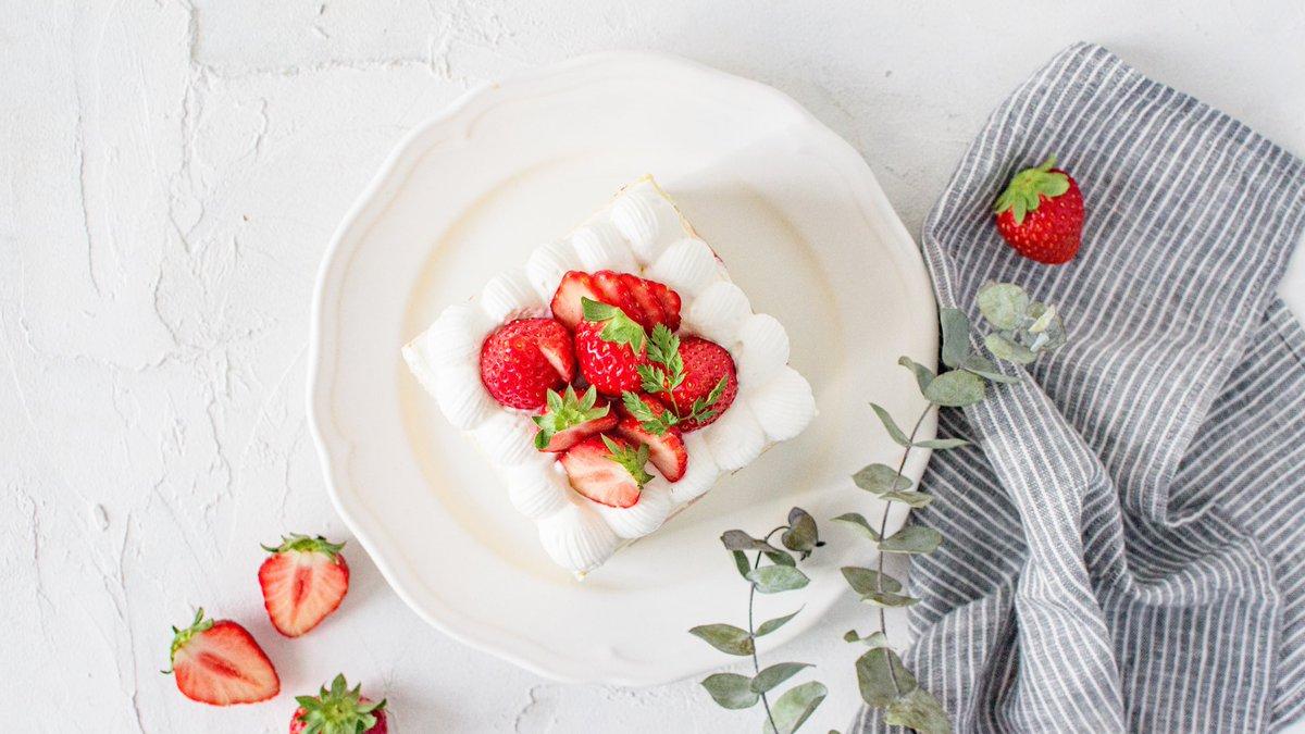 チューリップショートケーキ  どこから見ても咲いてます🌷 可愛くて食べるのもったいないな🍓