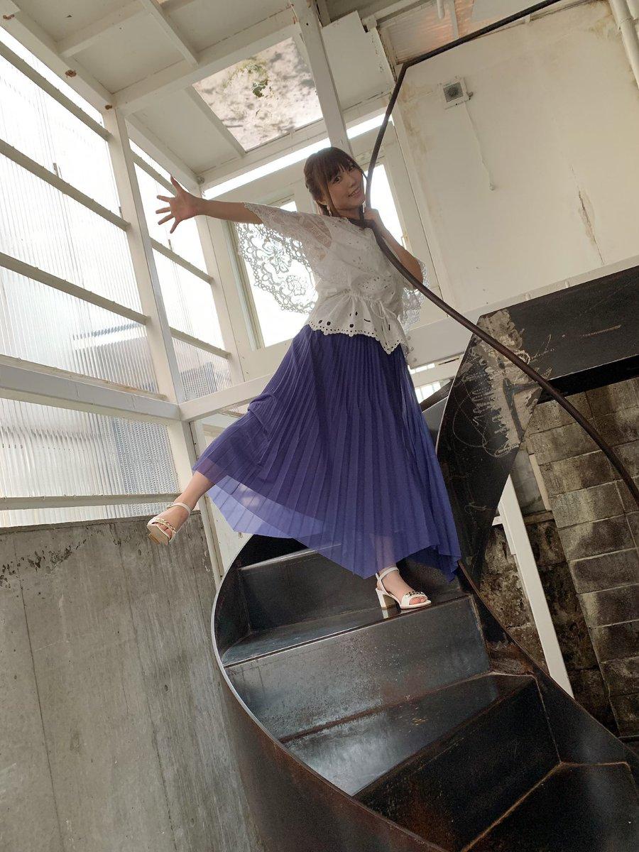本日8/26(水)発売の「Ani-PASS #08」に載せて頂きました💐 お衣装も可愛い💓 とっても素敵に撮影して頂きましたよ🥺  インスタにもオフショ上がってますのでみてみてね!! 勇者さまはAi catwalkもチェック⚔️✨ #AniPASS #鈴木愛奈 #Aicatwalk