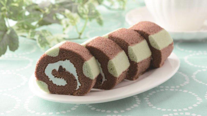 新発売の「冷やしてもおいしいチョコミントロール」です♪ペパーミントクリームがすっきりとした味でおいしいです(^^) #ローソン #チョコミン党