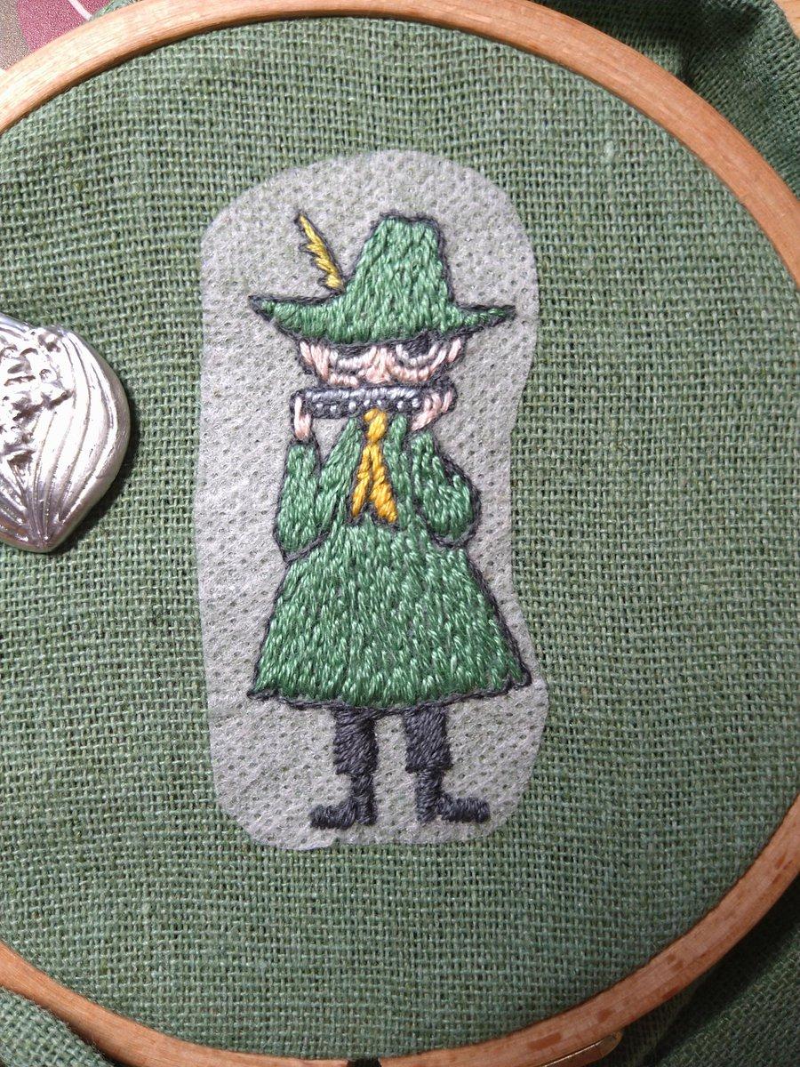 最近は水に溶ける刺しゅうシートがあって、布に貼った上から刺繍して最後に水で溶かすと完成