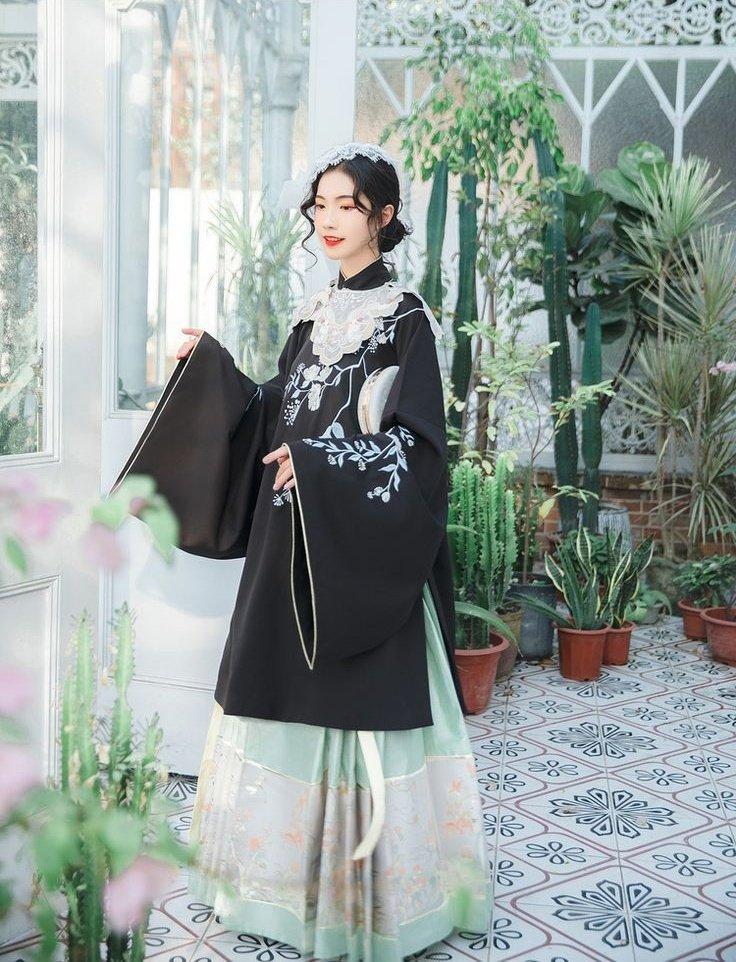 中国の若者の間でブームらしい漢服、洋装のアイテムや近代的な風景とのマッチングがとてもとても可愛い
