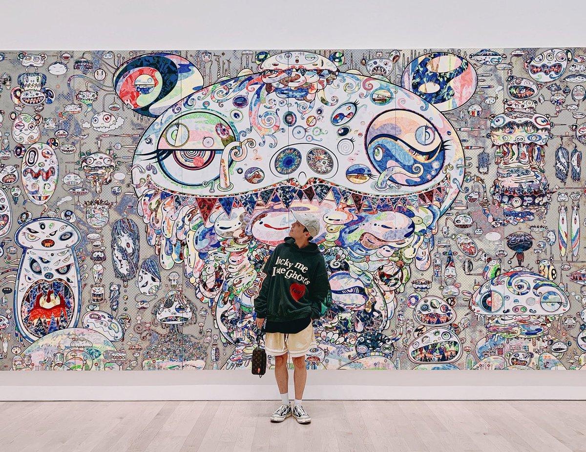 ホビヌナは日本に来ていてホソクは村上隆の展示会に行っていて、2人がこんなにも日本の芸術や国を好きでいてくれてる事が本当に嬉しい 家族旅行に沖縄を企画していたのに台風で行けず悔しくて泣いたと言っていたホビヌナもAirplaneが生まれたきっかけが日本なのも全部忘れられない大好きなエピソード