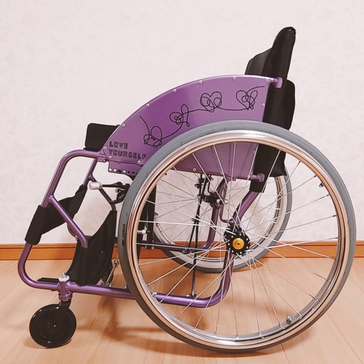 お友達の素敵なセンスとスゴ技によって、私の車椅子がLOVE YOURSELF仕様になりました💜 感謝感激で…もぉ泣きそう😭✨ 世界中に自慢したいくらいです🌈