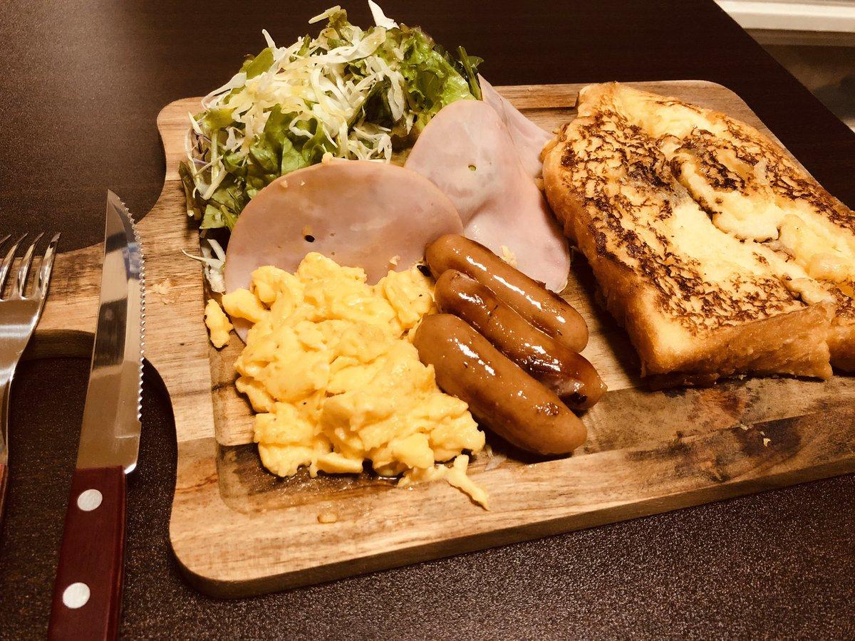 朝食作ってたら時間的にブランチになっちまったw 某店シェフ直伝のふわとろフレンチトースト(º﹃º`) これ超ーーうめぇよ(ˊ͈ ᐞ ˋ͈ ) #朝食 #フレンチトースト