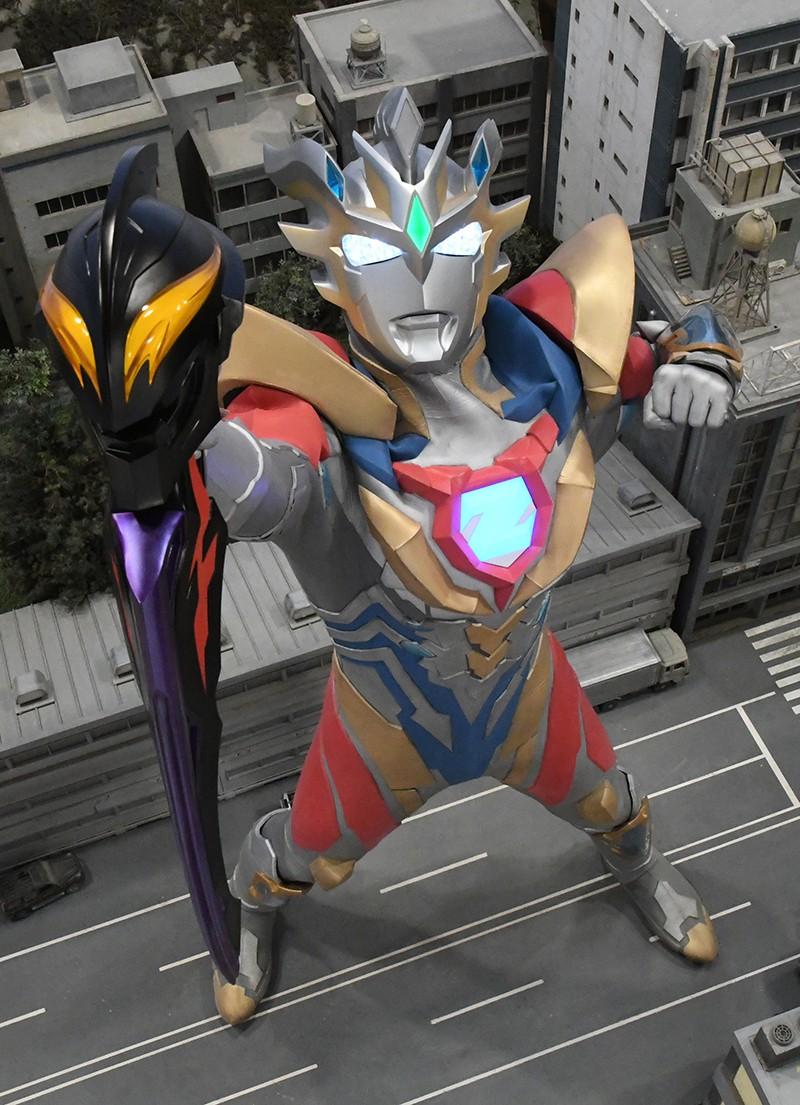 ゼット君新フォームが構えてるベリアル陛下の顔付き剣、センスが
