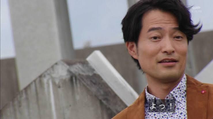 水嶋ヒロの「パパは仮面ライダー」エピソードで心暖まった後に、前川泰之さん(仮面ライダーエボル)がエボルドライバー巻いて帰ってきて 「チャオ