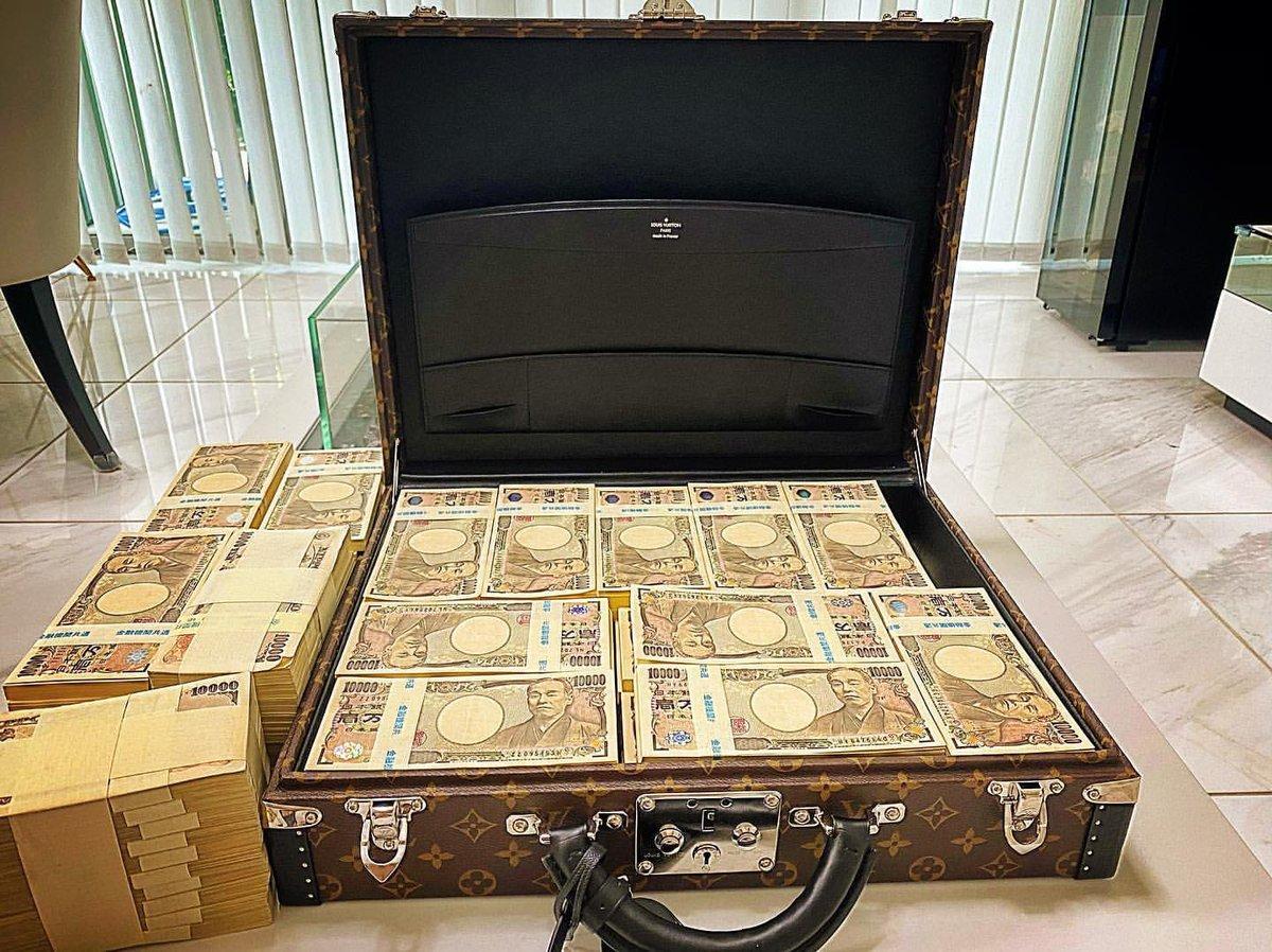 フォローRTした全員に15万円配ります  準備出来ました 本気見せます  信じる方のみ配ります