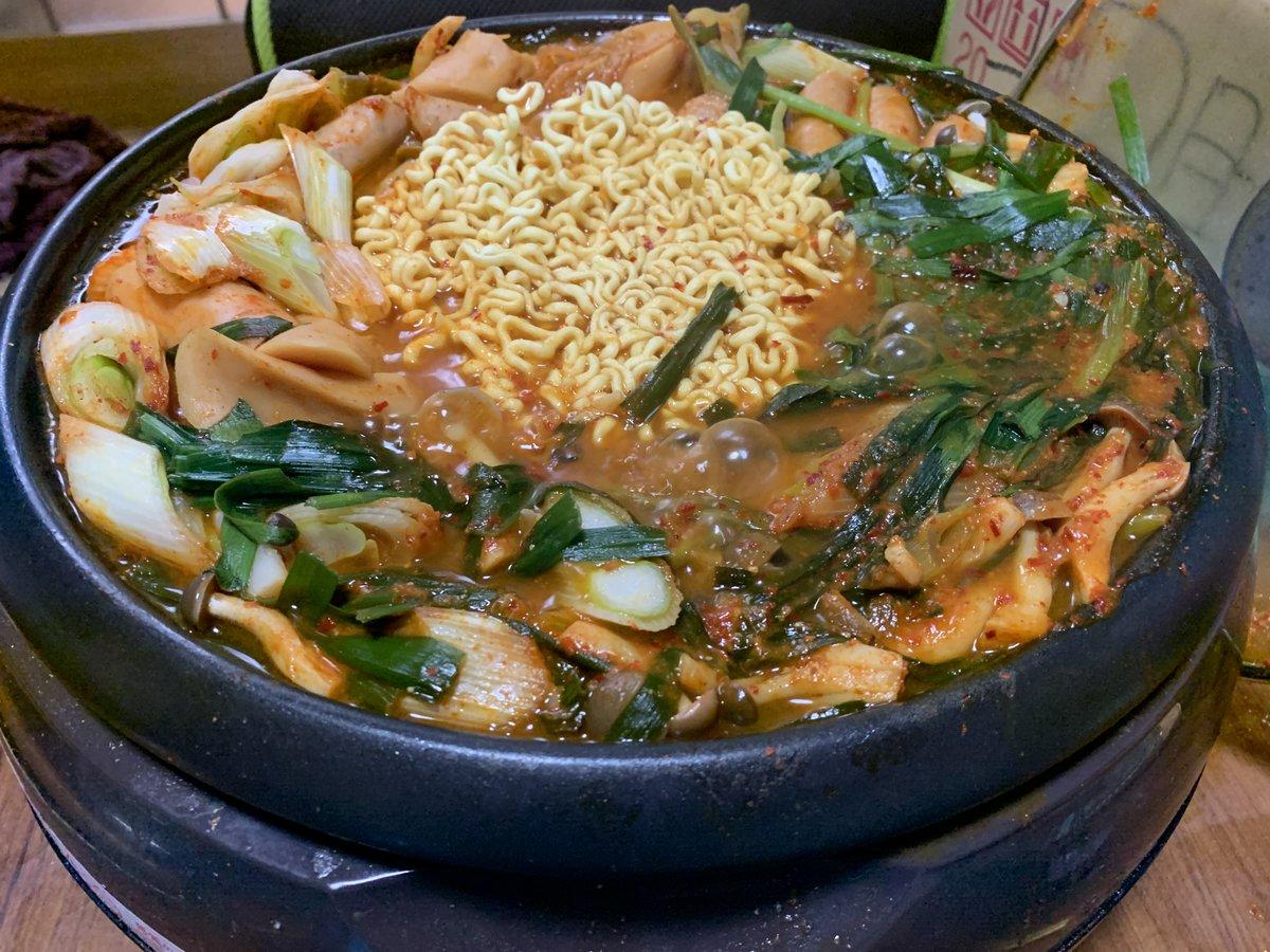 どう言う訳か大晦日の朝に韓国料理のプデチゲ(部隊鍋)を作って食べております