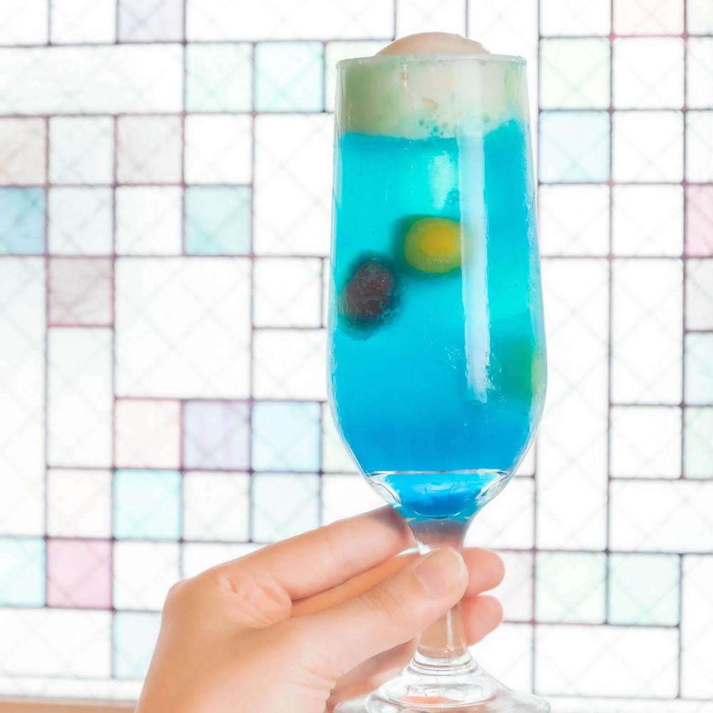 """レトロかわいい""""日本酒クリームソーダ""""、東京「日本酒バル 蔵のや」で夏限定登場 -"""